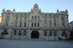 1024px-Ayuntamientodesantander4.JPG