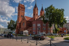 1280px-Church_of_Saints_Simon_and_Helena_(Minsk) homoatrox wikimedia.jpg