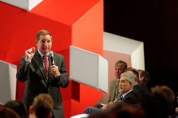 Mark Hurd at Oracle CloudWorld in 2013