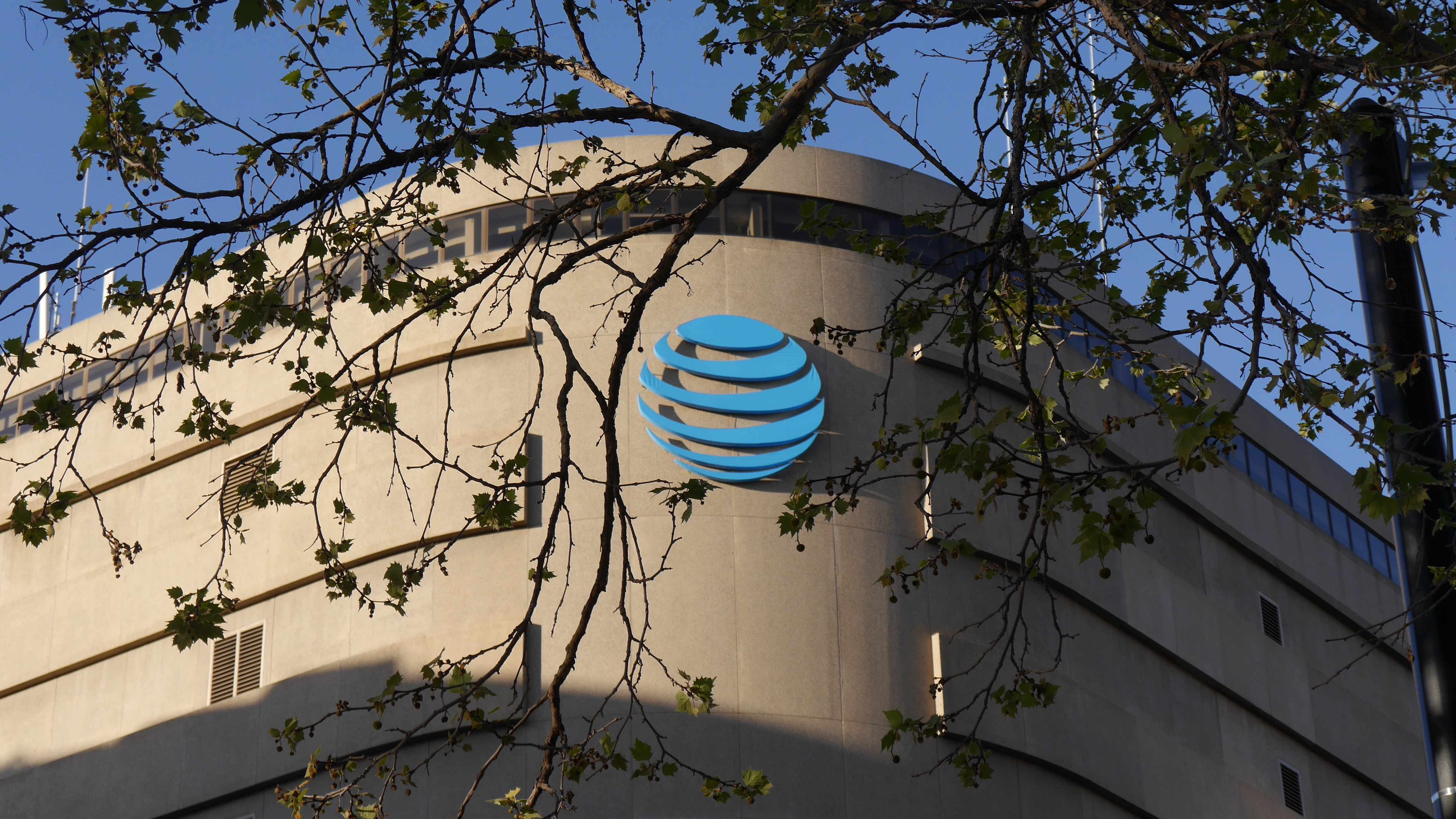 Power switch fire, service outage at AT&T data center may