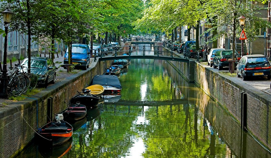 Amsterdam Canal. Image courtesy of the Creative Commons
