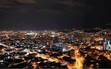 Santiago de Cali at night