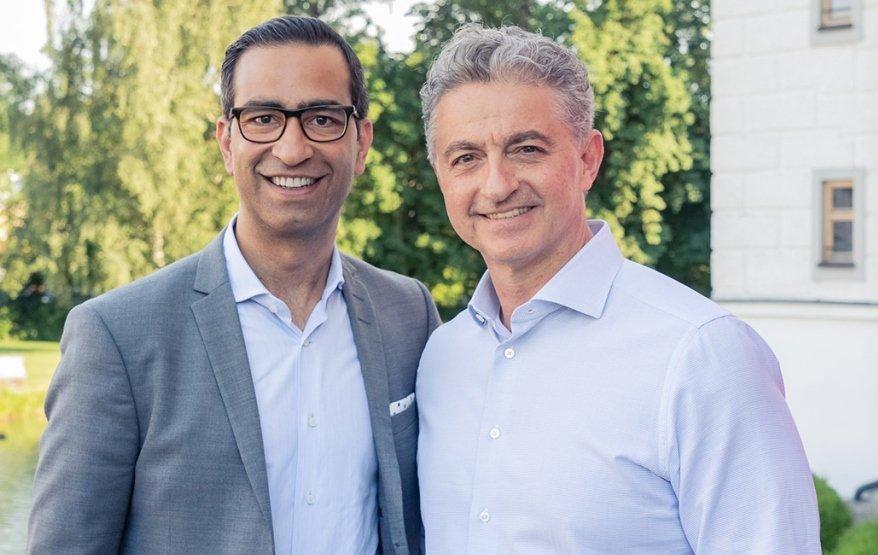 De izq a dcha. Sanjay Brahmawar, CEO de Software AG y Adel Al-Saleh, CEO de T-Systems.jpg