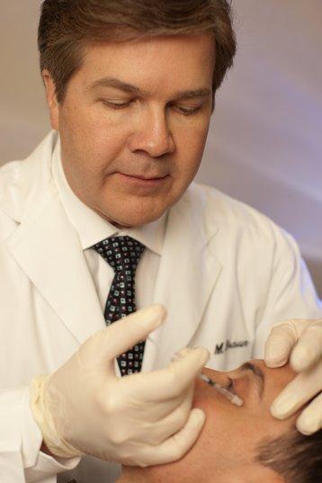 Dr_Braun_Performs_a_Botox_Injection_(4035273577) wikimedia Dr Braun.jpg