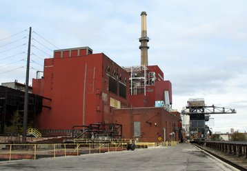 Fisk_Generating_Station_South_View_from_River_Level Theodore Kloba Wikimedia.jpg