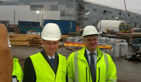 Finland's prime minister Jyrki Katainen (left) and Google Hamina facilities manager Arni Jonsson at the Hamina data center