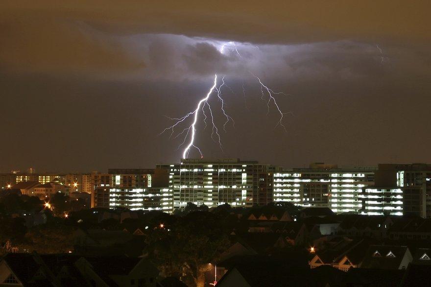 Singapore lightning strike (Thinkstock/kokleong tan)