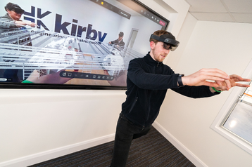 Microsoft HoloLens demonstrated by Kirby_290621.png