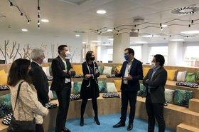 Ministra de Industria visita a Schneider Electric.jpg