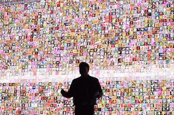 Jensen Huang demonstrates image recognition
