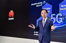 Ryan Ding, presidente de la Unidad de Negocio de Carrier de Huawei, durante su discurso 5G, Bring New Value.jpg