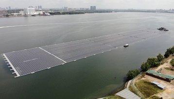 Singapore -- Sunseap floating solar farm.jpg