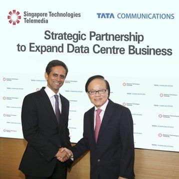 sio tat hiang executive director of st telemedia and vinod kumar managing director and ceo of tata communications