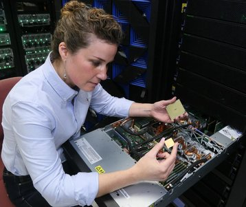 Stefanie Chiras tests a Power9 server