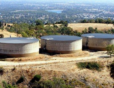 Water-storage-tanks-by-Peripitus-Wikimedia.jpg