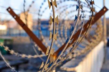 barbwire-1027029_1920 Erdenebayar Pixabay.jpg