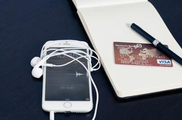 iphone-remote banking FirmBee Pixabay.jpg