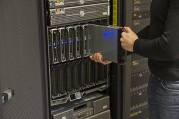 Installing a blade server