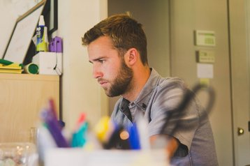 pixabay SnapwireSnaps home office haircut scissors man-597178_1920.jpg