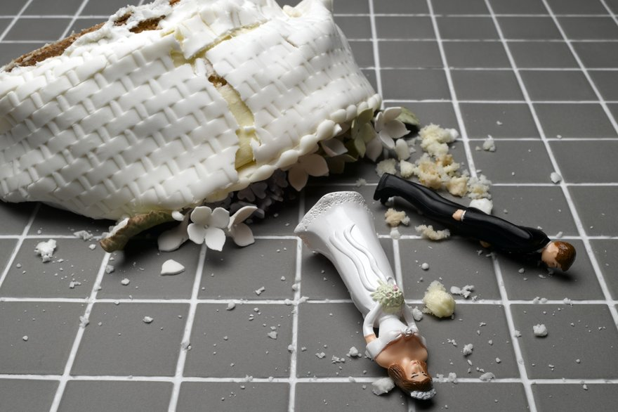 split div orce separate breakup wedding cake thinkstock